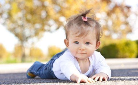 秋冬换季宝宝易发烧 注意家庭日常护理
