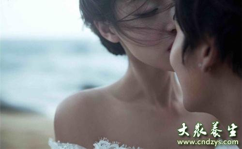 房事中女性乳房的生理反应