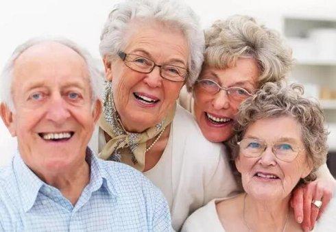老人护理牙齿的误区