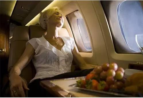 60岁老人坐飞机有什么要求