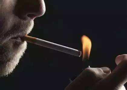 每天抽一包烟导致肺细胞每年产生150种突变
