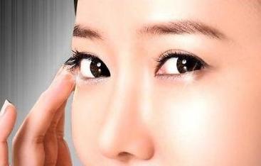 眼袋整形失败如何修复