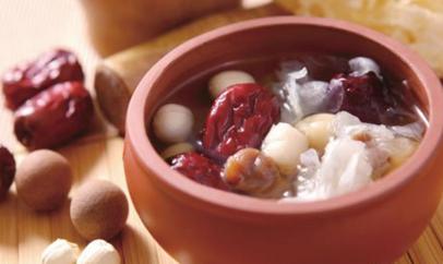 女性宫寒的食疗方法 乌鸡红枣参汤