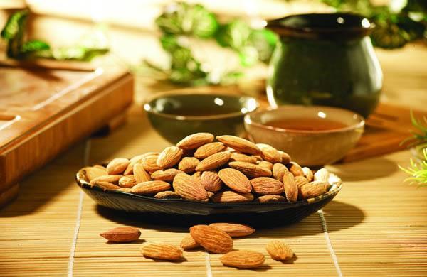 杏仁油的营养价值 吃杏仁油的好处