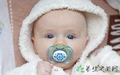 两个月宝宝春天怎么穿 吃什么才健康