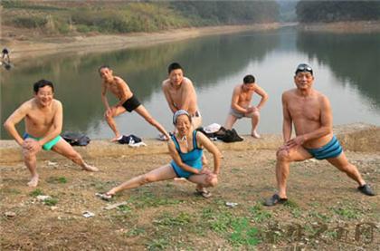 游泳前要做哪些热身运动