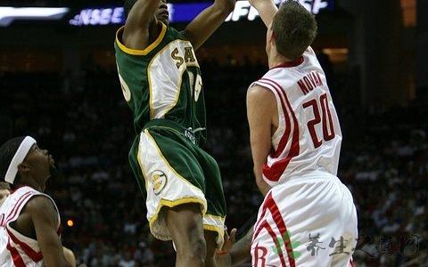 篮球怎么练空中闪躲上篮 如何提高投篮命中率