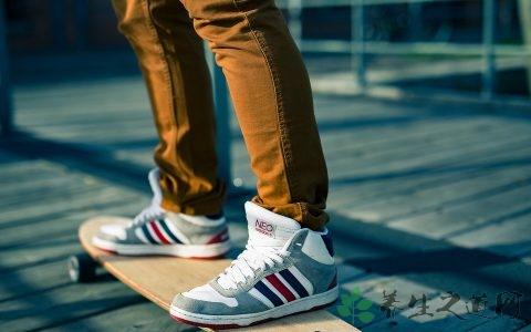 玩滑板怎么跳起来 滑板运动的好处