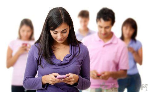 手机党如何减少夜晚玩手机对眼睛的危害