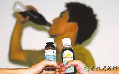 富二代喝止咳药水上瘾  被送入戒毒所