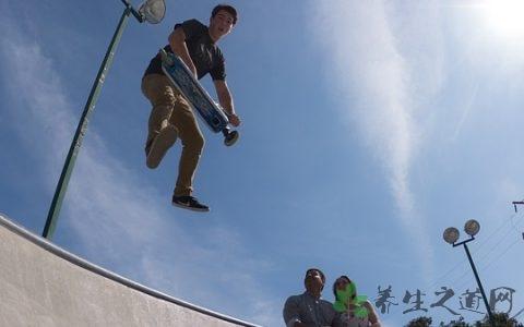 滑板怎么起跳 滑板运动可以减肥吗?