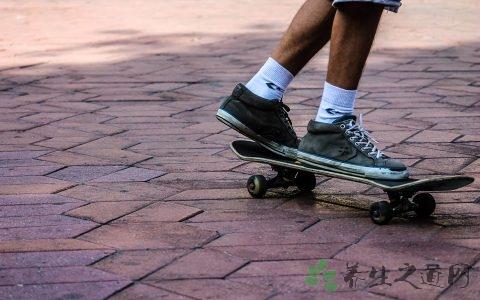 滑板怎么起跳
