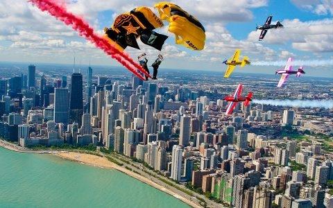高空跳伞怎么调整方向 跳伞装备有什么