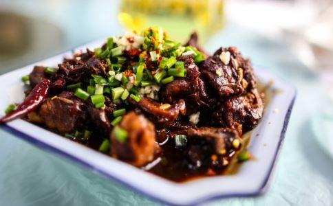 辣子鸡块的家常做法 辣子鸡的家常做法 家常炒辣子鸡的做法