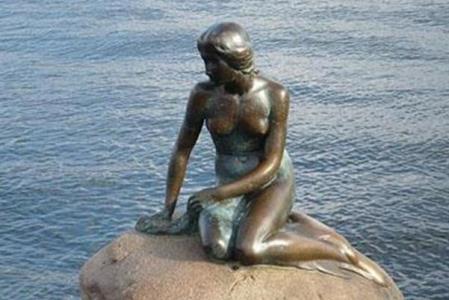 丹麦美人鱼雕像