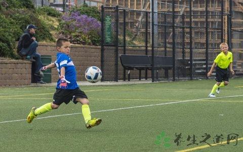 踢足球怎么带球?踢足球你要注意的事项