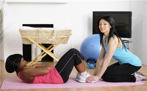 仰卧起坐有什么技巧 仰卧起坐有什么好处 仰卧起坐练腹肌吗