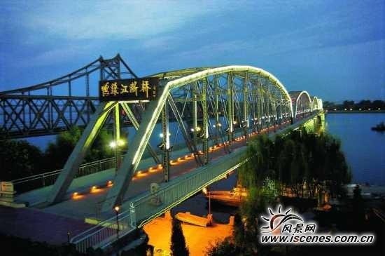 丹东鸭绿江大桥:饱览两国著名景点