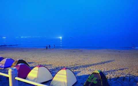 夏天海边露营穿什么 海边露营的必备物