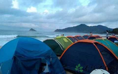 夏天海边露营穿什么