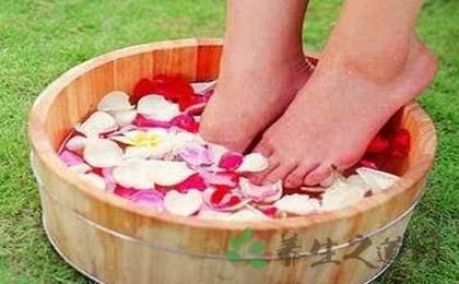 白醋泡脚的好处是什么?如何巧用白醋泡脚