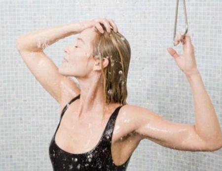 冷水洗头好不好 长期这样洗头坏处