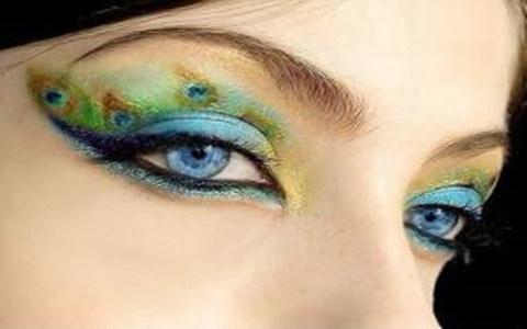 解析画蓝色眼妆的步骤