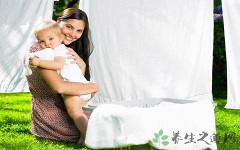婴儿溢奶怎么办 如何有效预防婴儿溢奶