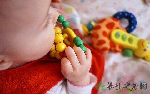 婴儿不爱喝水怎么办 宝宝怎么喝水不容易呛到
