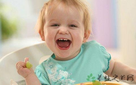婴儿长牙发烧怎么处理方法 婴儿长牙期的护理方法