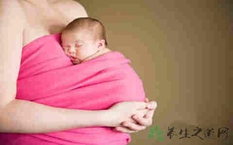 抱新生儿的好处 报新生儿要注意什么