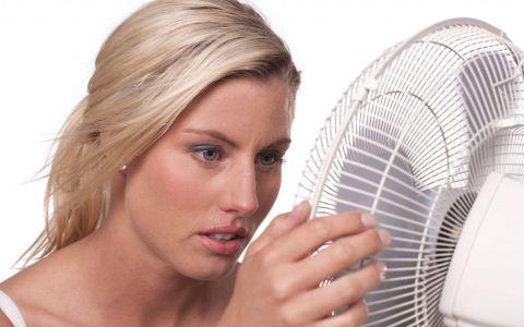 夏季出汗多怎么回事 面部出汗多是什么原因 夏季出汗多怎么办