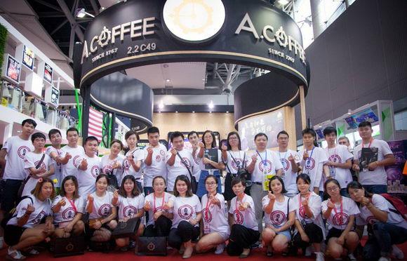 初心家族领导者王佳携A咖啡强势打入47届广州美博会