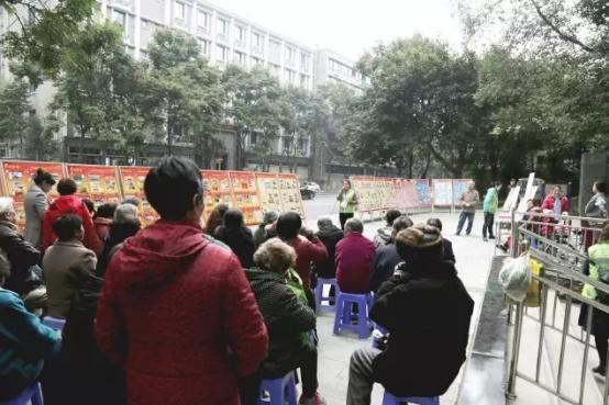 成都九龙妇科医院受邀走进宁夏社区 开展关爱老人骨健康知识讲座