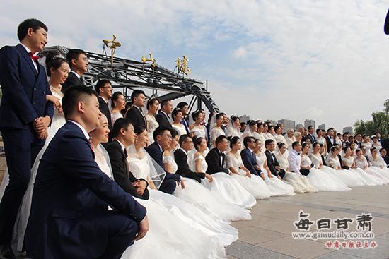 """""""爱在兰大""""集体婚礼:感恩,只为母校婚礼中那一抹景色"""