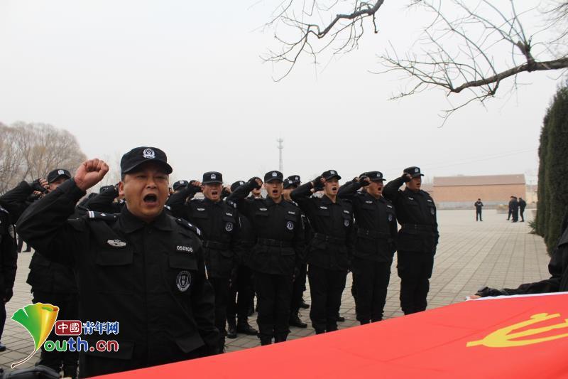 """冯曙光:用辛勤和汗水铸就""""金盾""""履行人民警察职责"""