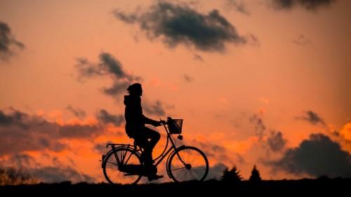 女性更年期风湿关节炎频发 研究报告姜黄素保健品起作用