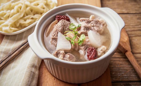 方太中式蒸箱食谱:小寒滋补餐 羊肉白萝卜汤